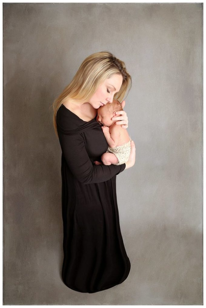 Annapolis Newborn Photographer mommy and baby